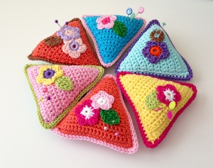 maRRose - CCC: Triangle Pincushions