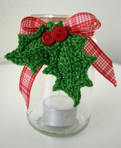 X-massy chrocheted jar decoration