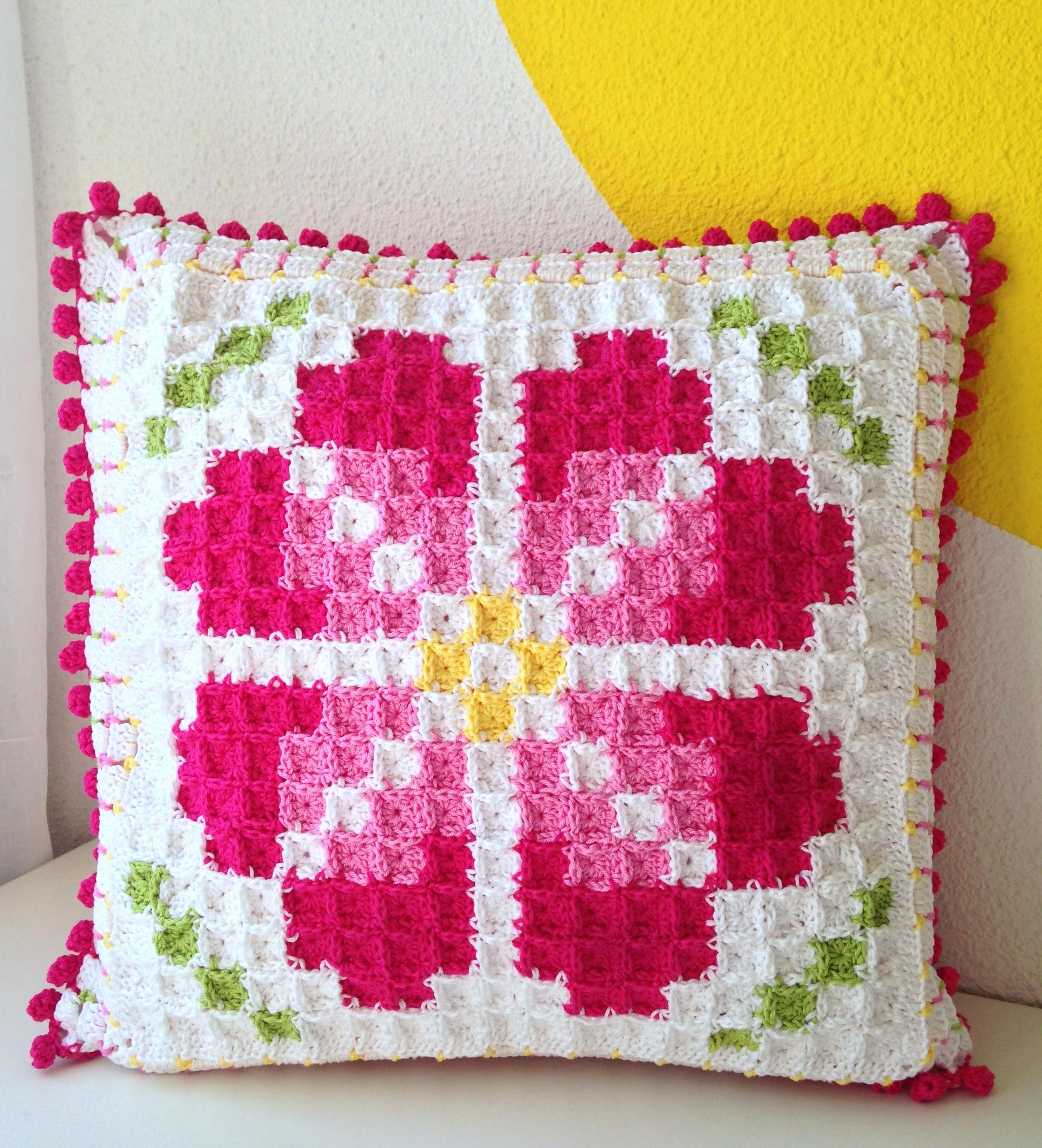 Pixelated cushion – maRRose