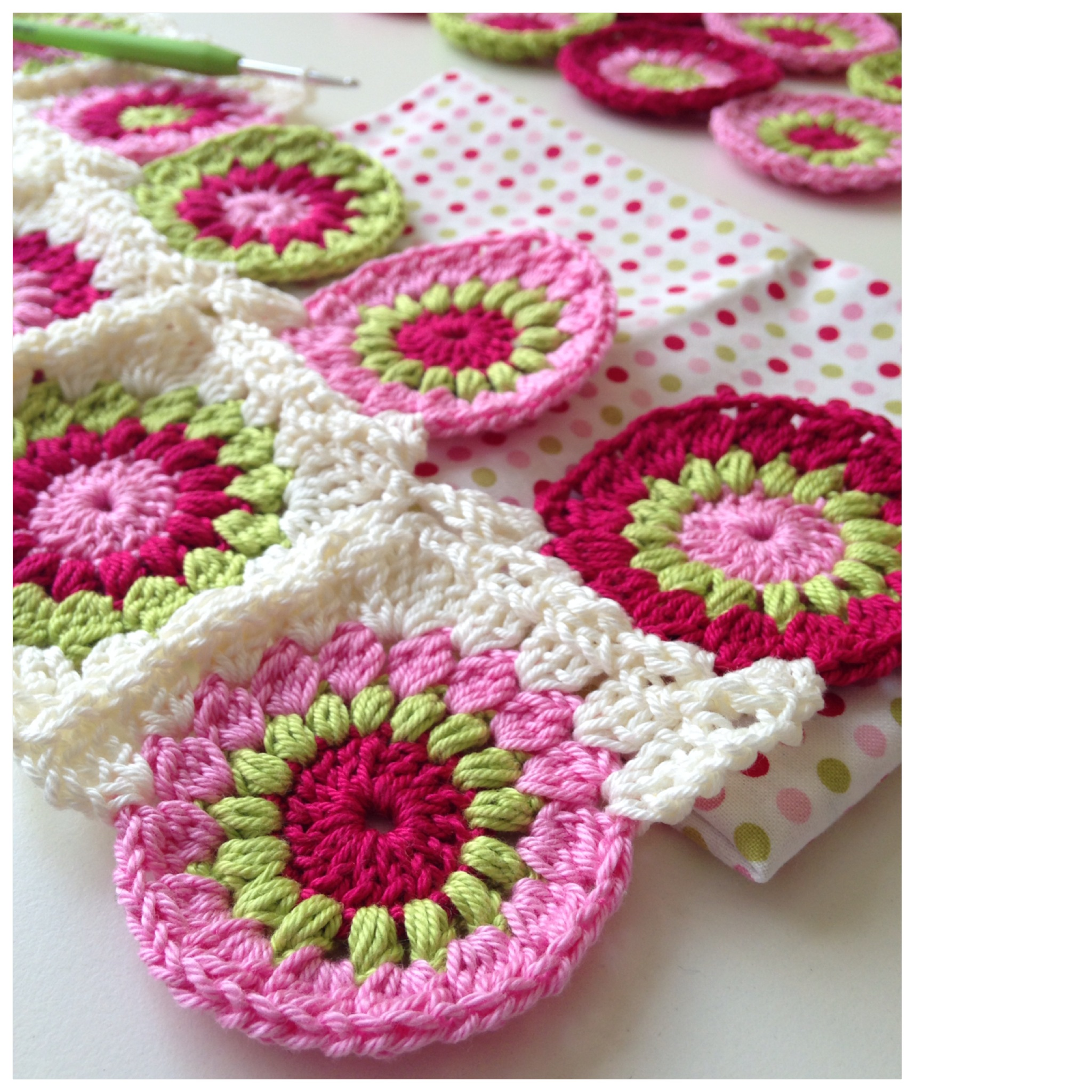 nice pattern for a sunburst granny square was found quickly ( here ...