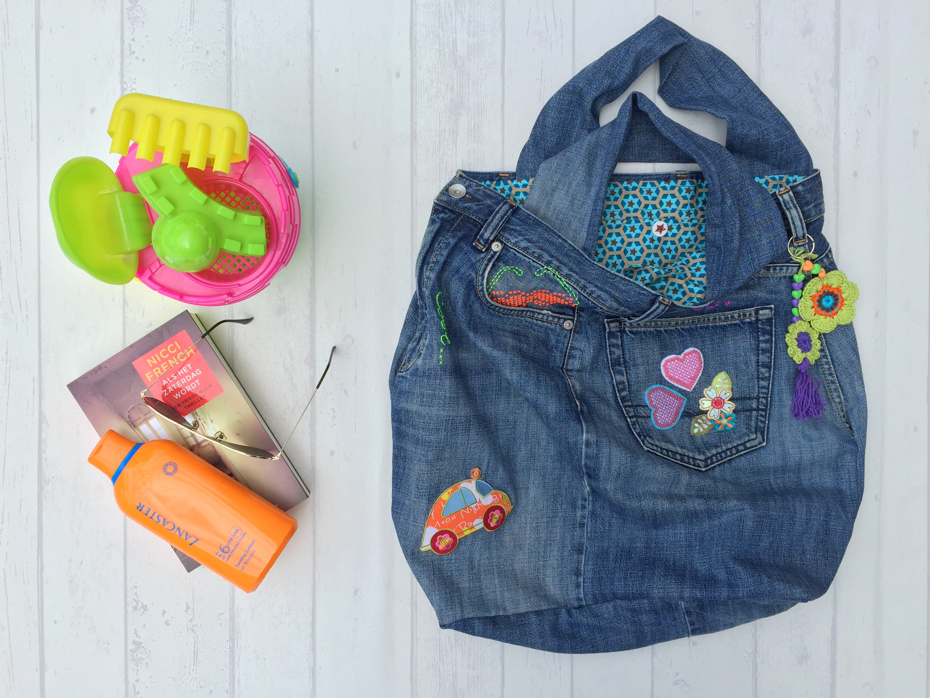The beach bag a recycled and pimped up bag from an old pair of marrose ccc recycled jeans bag 56 jeuxipadfo Gallery